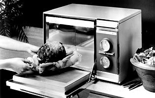 ... A Subsidiary Of Raytheon Manufacturing Company, In 1967 Introduced This  First Compact Microwave Oven, Called The Radarange. It Was A 115 V  Countertop ...